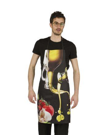 Hombre con delantal cocinero con dibujo de aceitera