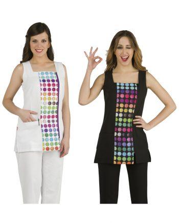 Dos mujeres con batas modelo 51505005 blanca y negra con circulos de colores